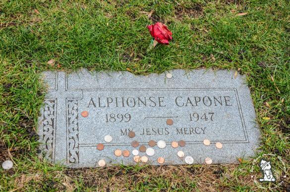 Alphonse-Capone-grave1